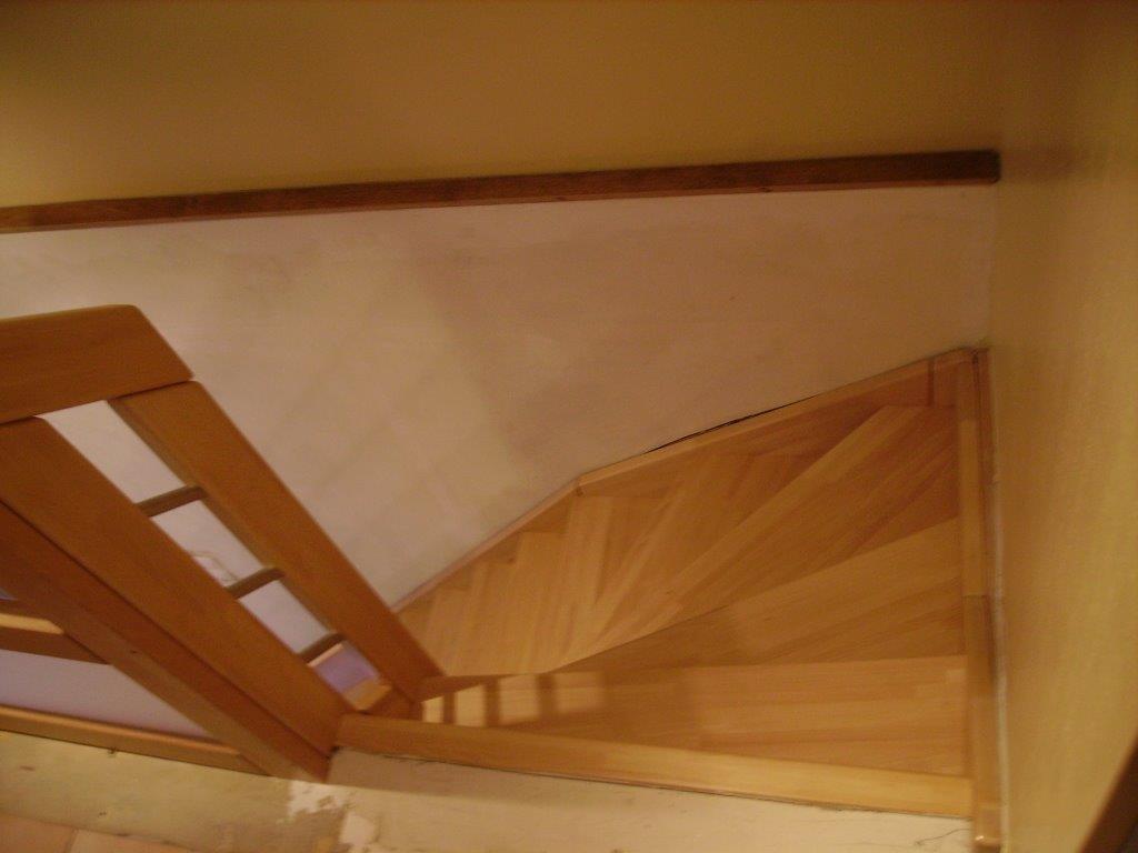 Escalier, lignes épurées bois et aluminium