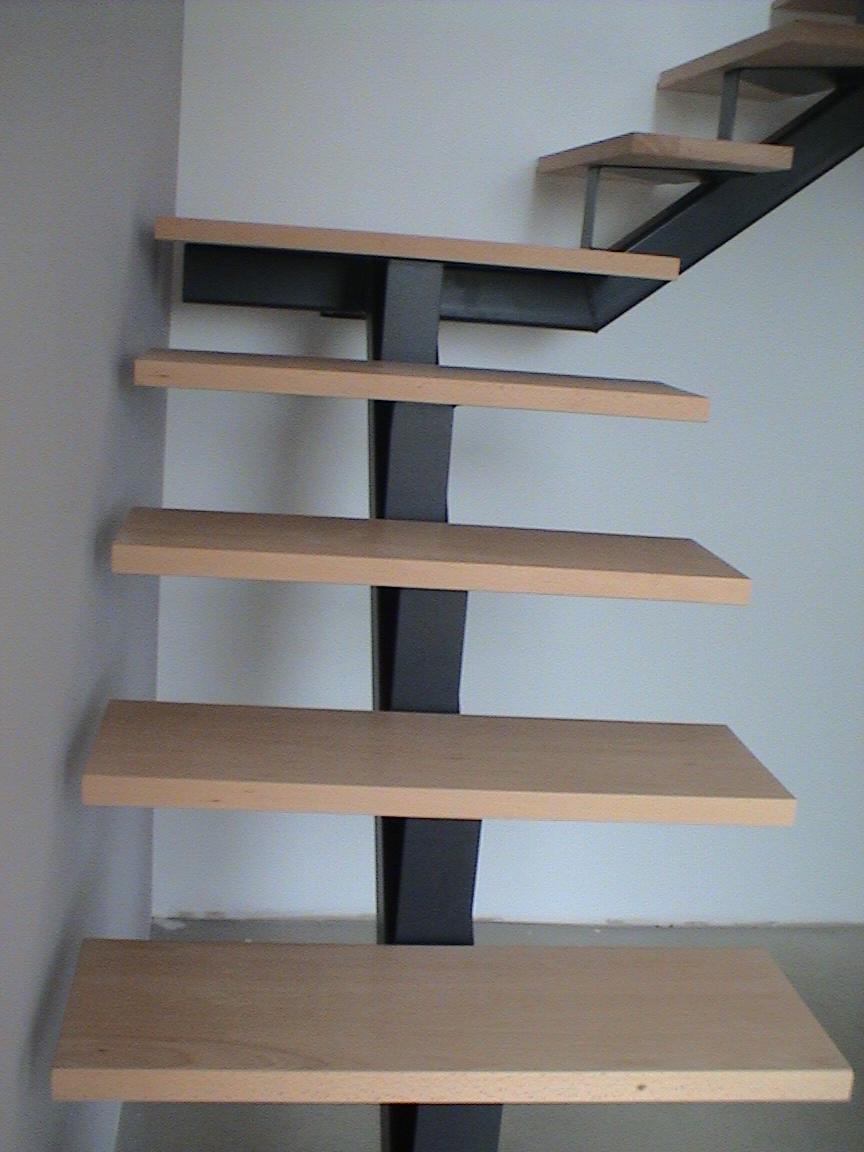 Escalier limon central metal marche etre epaisseur 40 toucy - Escalier bois interieur ...