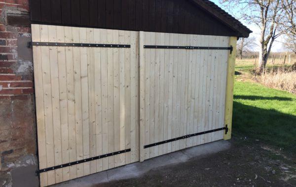 Portes et clotures bois extérieures